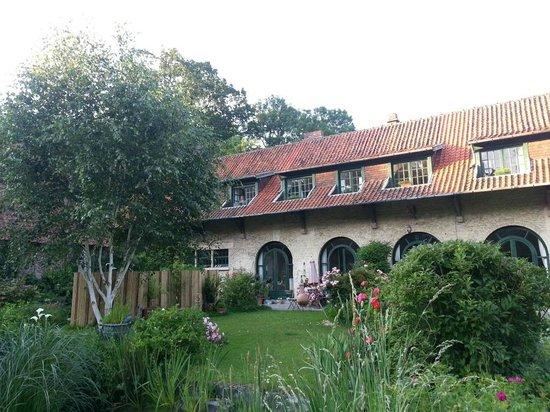 Le Manoir de Bois en Ardres : VIew to rooms Cote Jardin