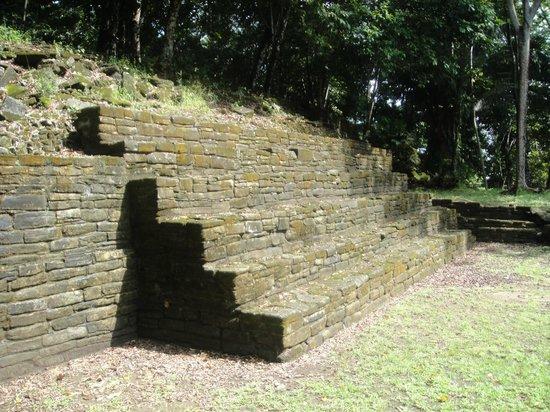 Nim Li Punit (Big Hat): Mayan steps