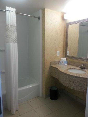 Hampton Inn & Suites Jacksonville South-St. Johns Town Center Area: Bathroom