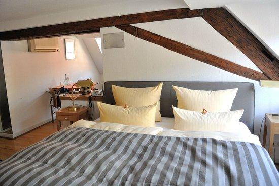 Hotel Goldener Falke: bedroom
