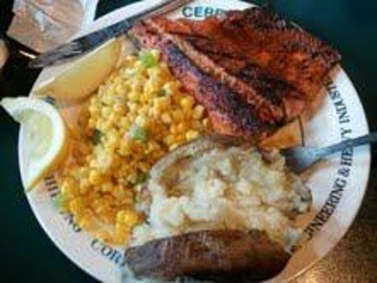 Exit Glacier Salmon Bake: Salmon Bake Dinner