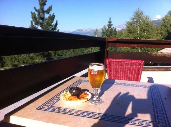 Hôtel Club mmv Plagne Montalbert Les Sittelles : boisson en terrasse