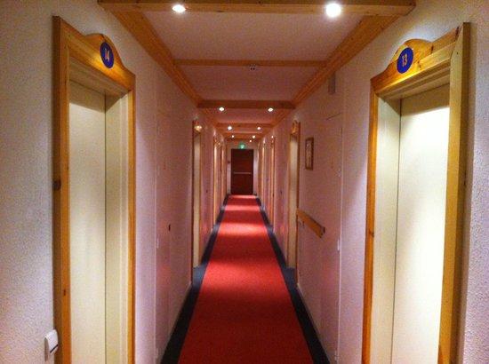 Hôtel Club mmv Plagne Montalbert Les Sittelles : couloir du rdc