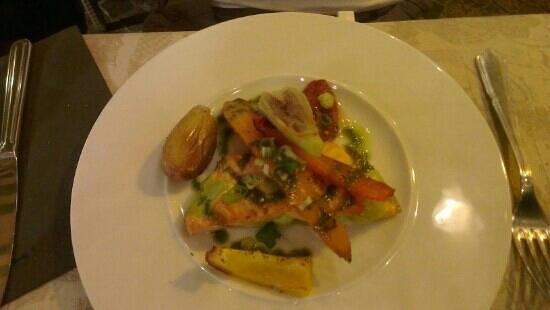 Auberge Provencale: saumon legumes de saison
