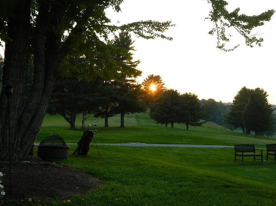 MT Anthony Country Club: Beautiful grounds at sunset