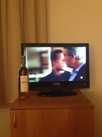 Syracuse Hotel : Tv a peine plus grande qu'une bouteille
