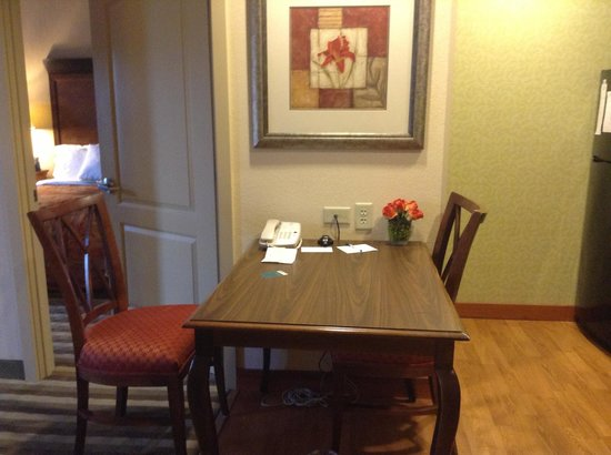 Homewood Suites by Hilton Dover: dining area of suite