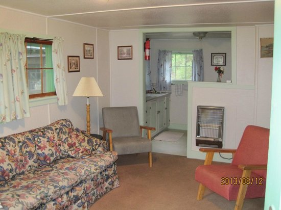 Loveland Heights Cottages: living room
