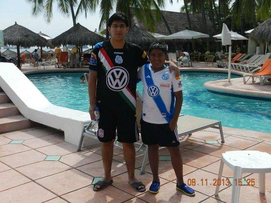 Sunscape Dorado Pacifico Ixtapa: Mi sobrino al que atendieron de su sangrado en la nariz, y yo.