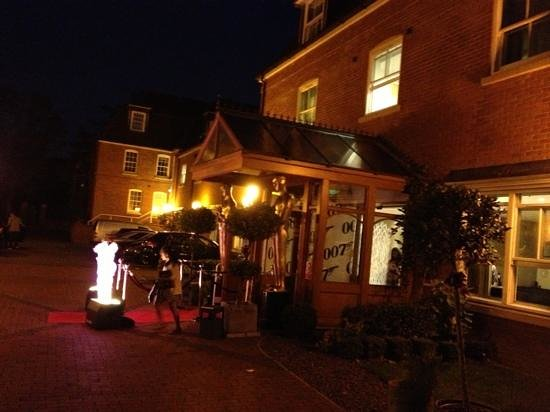 Pinewood Hotel: the entrance to the concierge