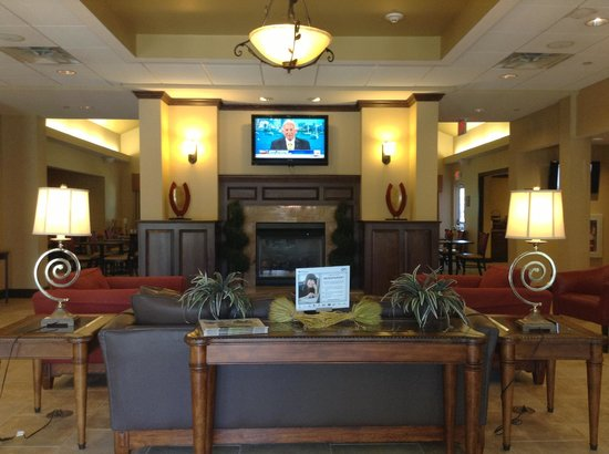Homewood Suites by Hilton Dover: lobby sitting area