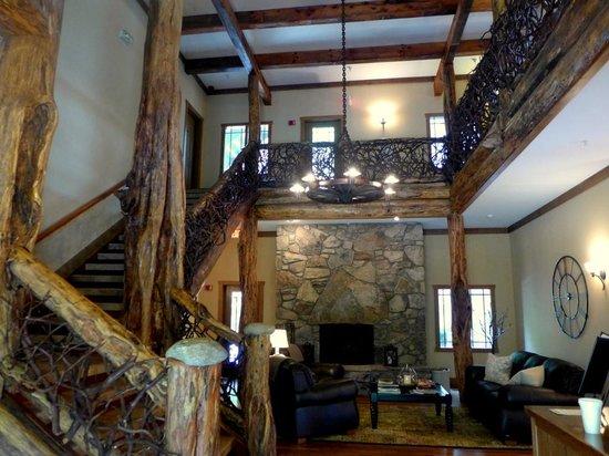The Esmeralda Inn: Lobby