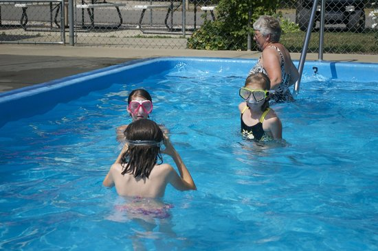 Traverse City KOA : Cool off in the swimming pool