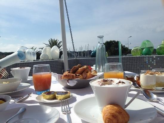 Cap d'Antibes Beach Hotel: petit déj en terrasse avec de produits des qualités