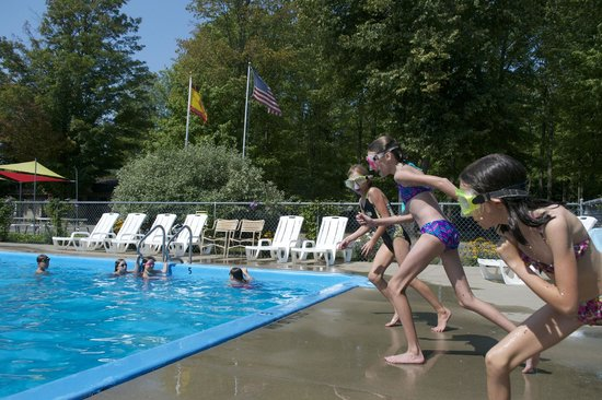 Traverse City KOA : Race for the pool