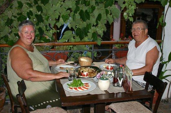 Apartments Savina: Ужин в ресторане Савина