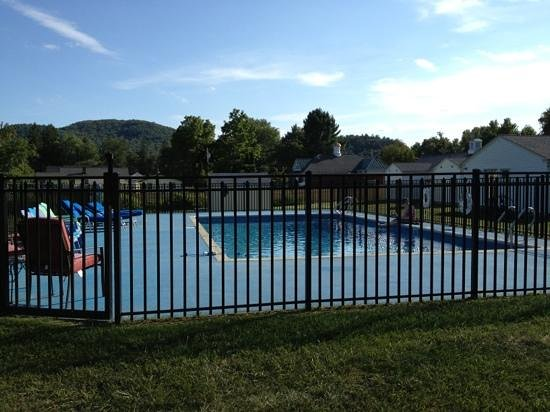 Lantern House Motel Great Barrington: pool