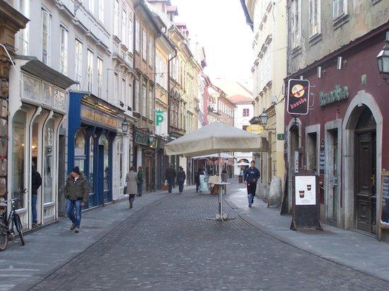 Allegro Hotel: Rua emfrente ao hotel