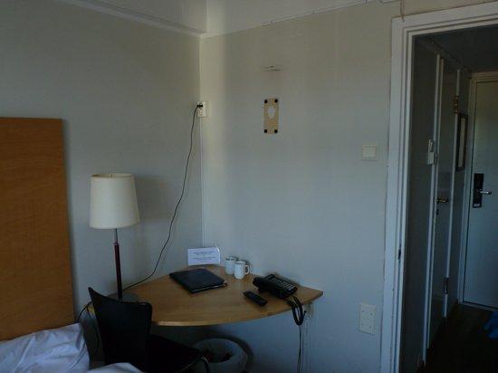First Hotel Breiseth : Estado pared e instalacion