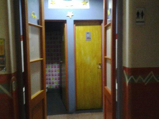 Casa Pueblo Hostel: ingreso al baño