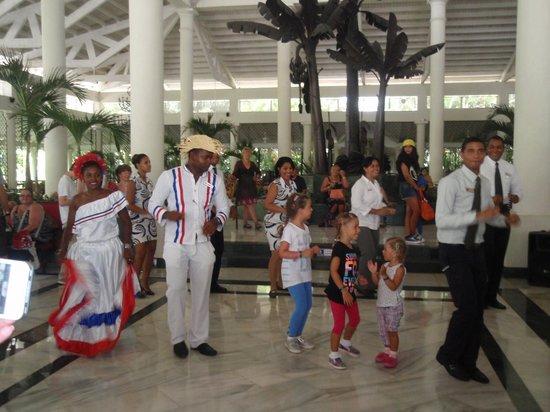 Grand Bahia Principe El Portillo: Good bye ceremony, very emotional