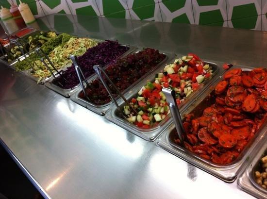 Maoz : great salad bar choice to add to your felafel sandwich or salad