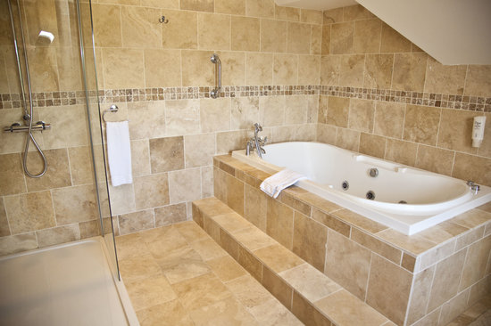 The Old Rectory Country Hotel and Golf Club: large bathrooms