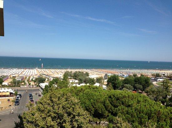 Hotel Milton Rimini, BW Premier Collection: La plage vue de l'hôtel