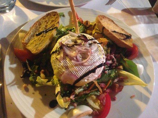 Cafe Le Mirabeau : Salade fromagère! un délice!