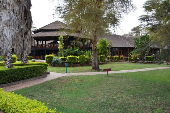 Ol Tukai Lodge: The grounds with bar in background