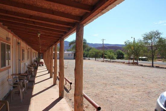Canyonlands Motel: Le parking devant les chambres