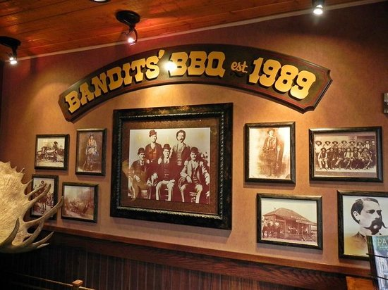 Bandits Grill & Bar: Picture wall