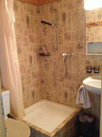 Hotel-Gasthof Rothorn: la salle de bain....d'époque