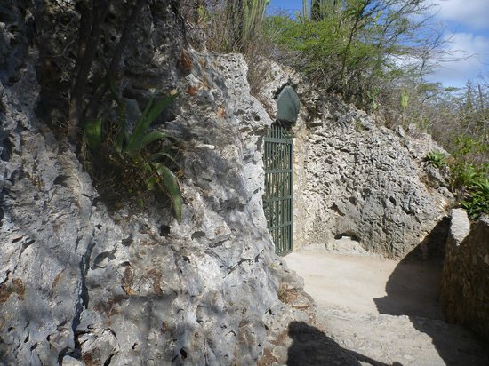 Hato Caves : Entrance to the cave