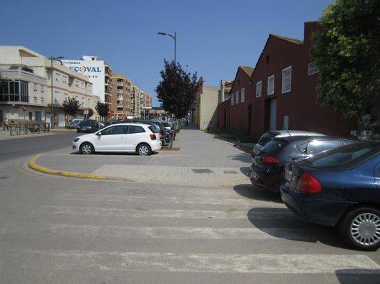 Travelodge Valencia Aeropuerto: Путь к отелю. Шаг 9 - продолжаем идти прямо