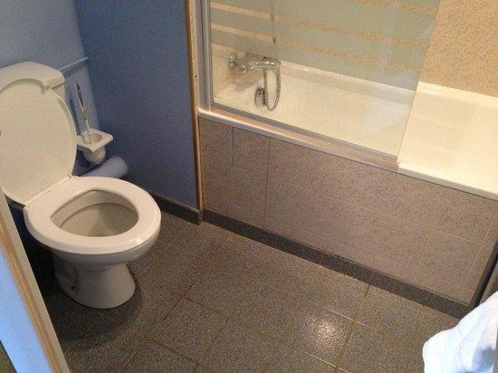 Auberge Saint Thegonnec: Salle de bain