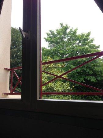 Auberge Saint Thegonnec : Fenêtre simple vitrage