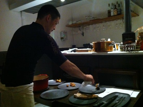 H.Kitchen: The chef himself working to serve the main course
