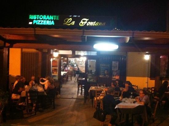 Ristorante Pizzeria La Fontana: il locale: esterni