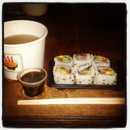 Sushi Klub: maki california saumon avec sauce miso, un régale ! ( à emporter)