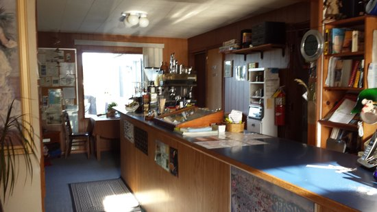 Seaside International Hostel: Lobby/Check in/ coffee bar