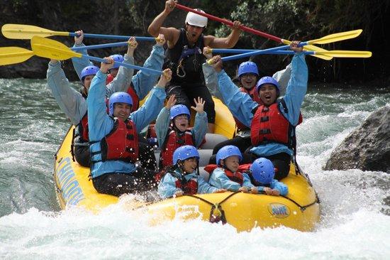 Chinook Rafting : Having a blast on the Kananaskis River