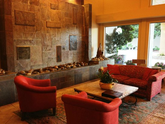 BEST WESTERN PLUS Monterey Inn: Lobby