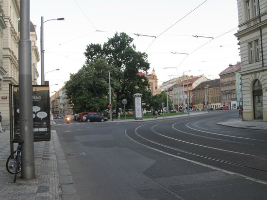 Hotel Mala Strana : Esquina da Rua do Hotel