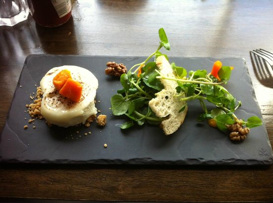the Potted Hen : The goat cheese with walnut appetizer