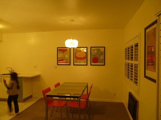 Magic Castle Hotel: Dining room