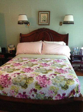 Madison Bed, Book & Candle: Louisa May Alcott Room Queen bed