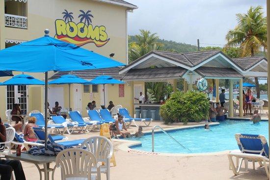 Rooms Ocho Rios : The swimming pool area