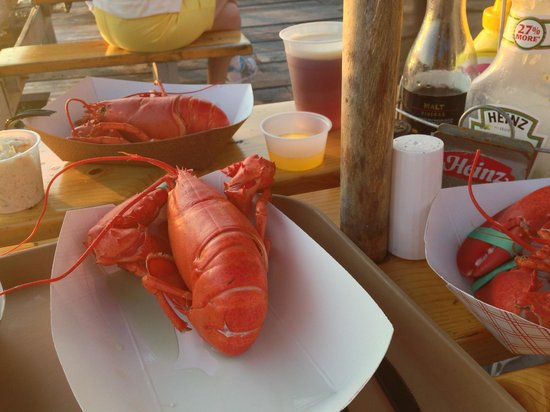 Cap'n Fish's Waterfront Inn: boothbay lobster wharf 3 for $26!