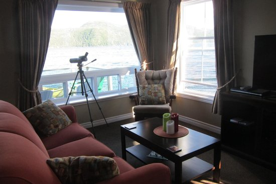 Seaside Suites Gros Morne Newfoundland: Looking out from sitting area